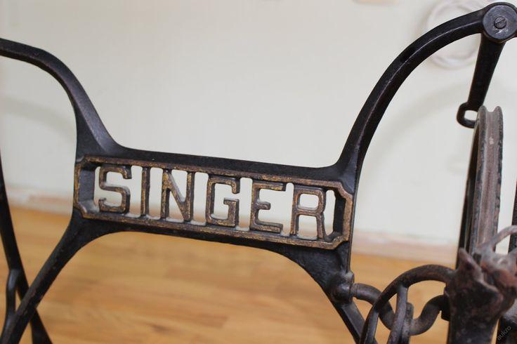 NÁDHERNÝ STAROŽITNÝ ŠICÍ STROJ SINGER