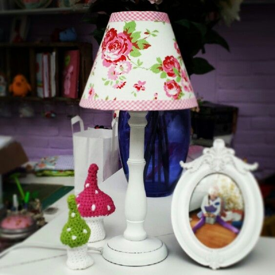 Lampe im shabby chic.  www.facebook.com/KINDundKrone