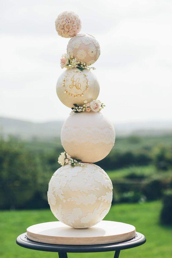 Einzigartige Hochzeitstorte Designs sind für die bevorstehende Hochzeitssaison im Trend. Wagen Sie es …   – Essen