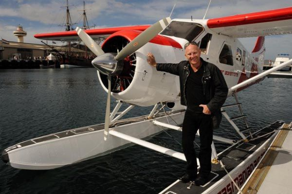 Celebrity Chef Matt Moran with the Tasmanian Air Adventures plane in #Hobart. Article for Think #Tasmania (photo supplied by T-Qual, Tourism Australia).