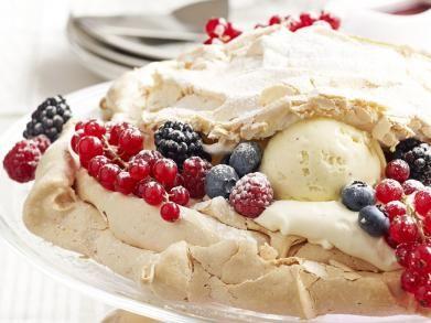 Pavlova met witte chocolademousse en ijs