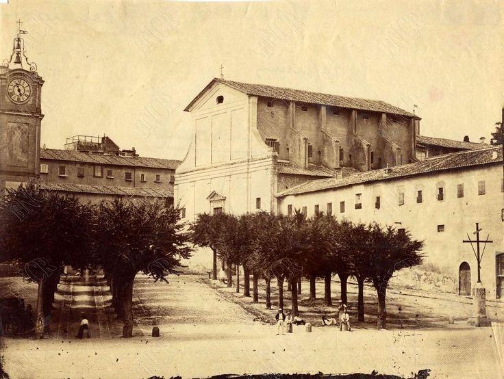 Piazza Barberini (1870) al centro la Chiesa dei Cappuccini, non c'era ancora Via…