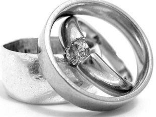 Stříbro se používá na šperky.