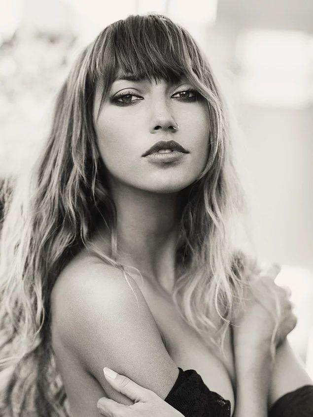 Brook Power, 28 yaşında bir model.