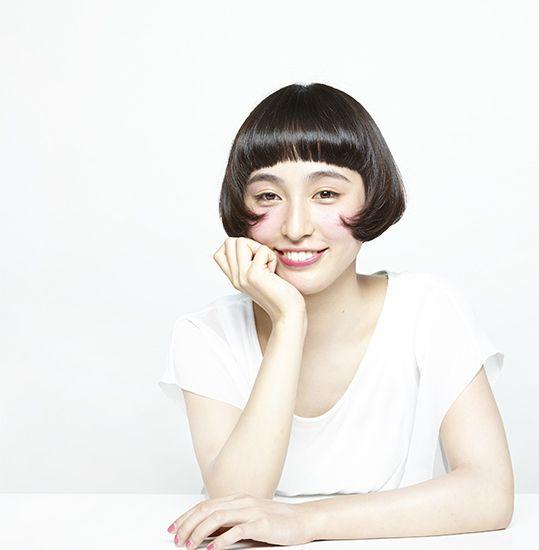 素髪感と、柔らかな曲線美で見せるレトロシックなヘアスタイル。 - 表参道 美容室 ドゥーブル Double