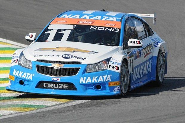 Nonô Figueiredo e o Chevrolet Cruze campeões de 2016. (Foto: Reprodução/Brasileiro de Marcas)