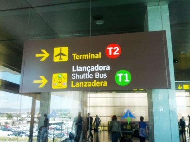 #barcelone #barcelona #барселона #какдобраться #какдоехать #аэропортбарселоны #centre #центр #общественныйтранспорт #поезда Указательные знаки на станции Aeroport. Как добраться из центра Барселоны до аэропорта | Барселона10 - путеводитель по Барселоне