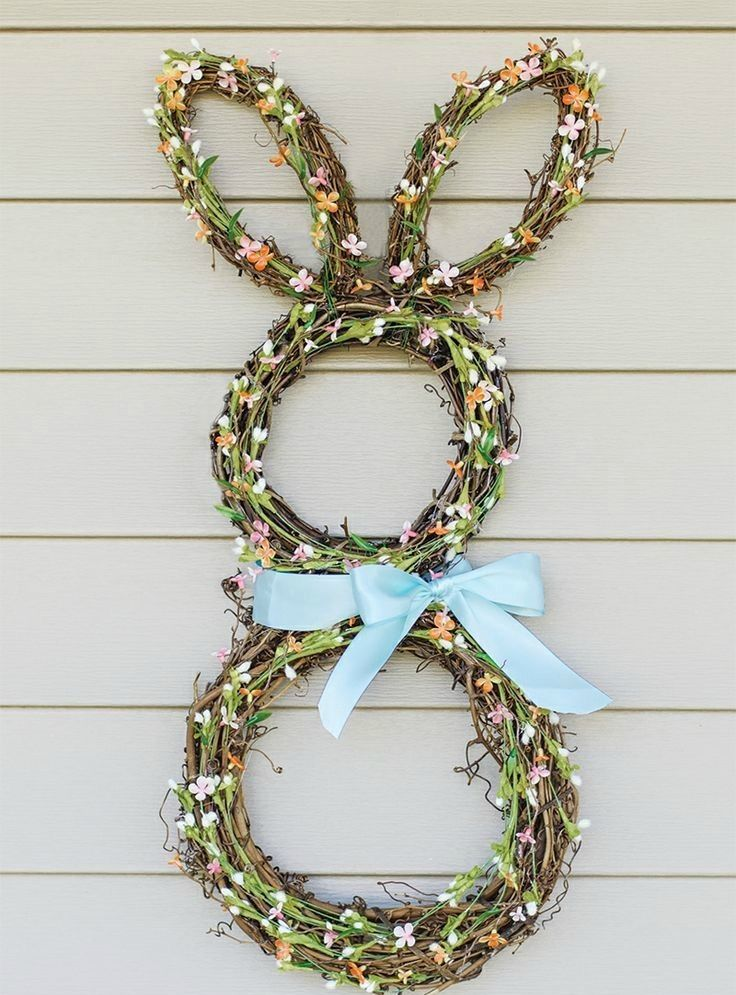 How adorable is this Easter bunny spring wreath DIY idea?!