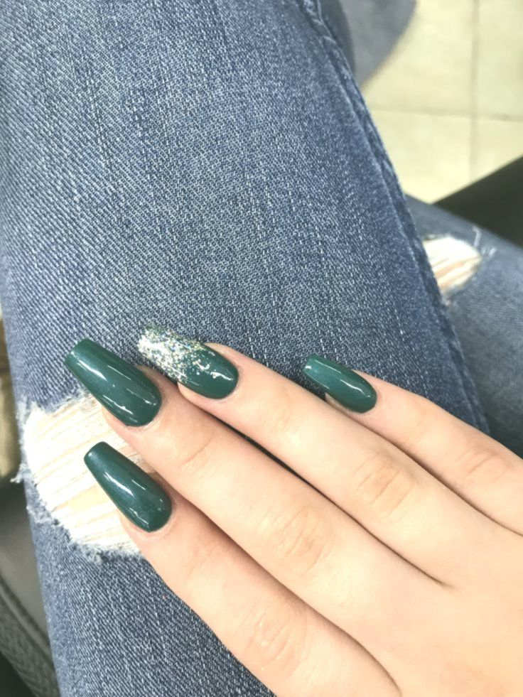 Coffin Acrylic Nails Emerald Green With Sparkle Longnails Longnailideas Longcoffinnails Green Acrylic Nails Acrylic Nails Coffin Green Nails