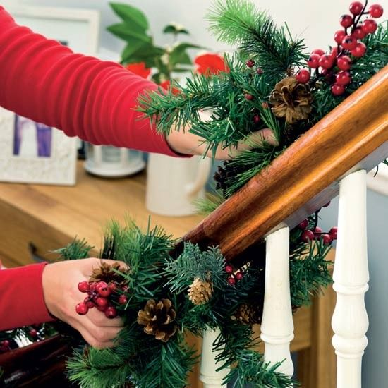 3 10 christmas ideas how decorate hallway decorating the for How to decorate a banister