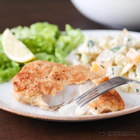 Checa Navidad pescado frito con ensalada de patatas (baja en carbohidratos, ceto, paleo)