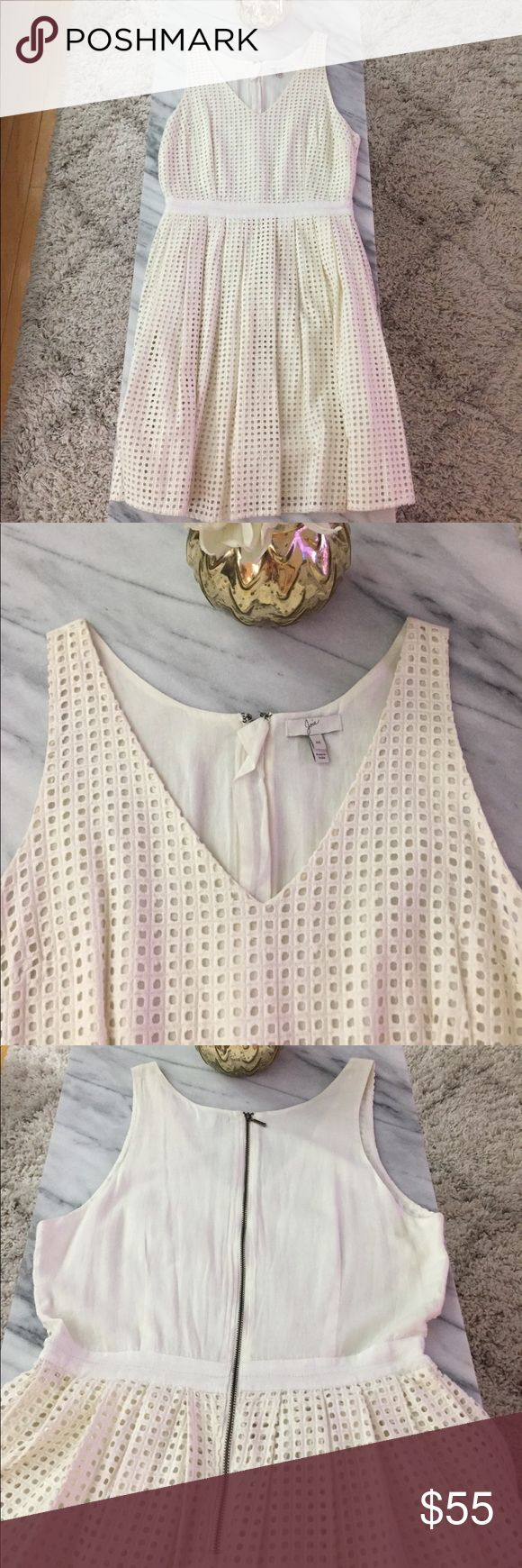 Joie White Dress Cute white joie dress with exposed zipper in the back. Perfect for spring and summer. V-neck and super flattering. Only worn once but have to sell since it is slightly bigger than my normal size of small. Joie Dresses