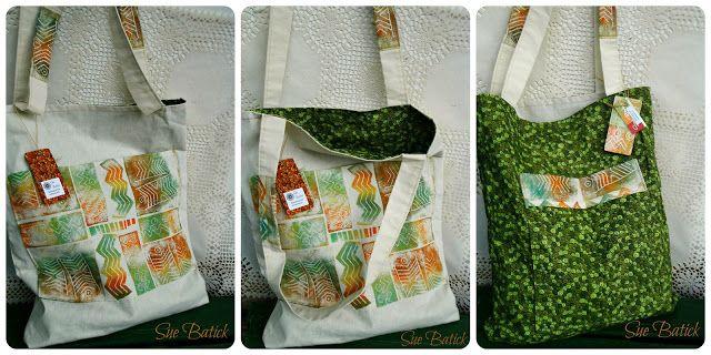 Ecobag reversível com aplicação de bolsos e detalhes nas alças de pintura artesanal com estampa rupestre.