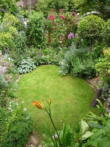 garden design idea for a small garden i love all the different plants and flowers my cottage garden
