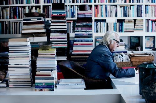 Architect Frank Gehry and his books