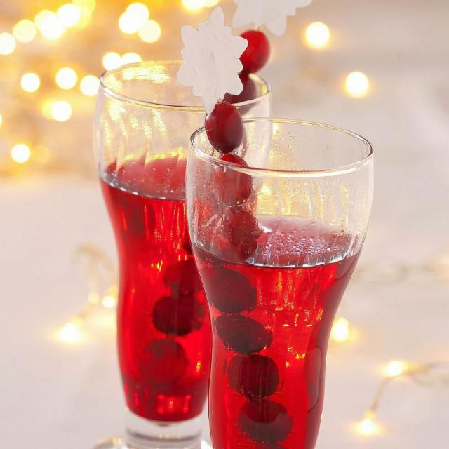 Polish cranberry cordial recipe only takes two days to prepare and it's ready to drink. This is perfect for an edible gifts basket.