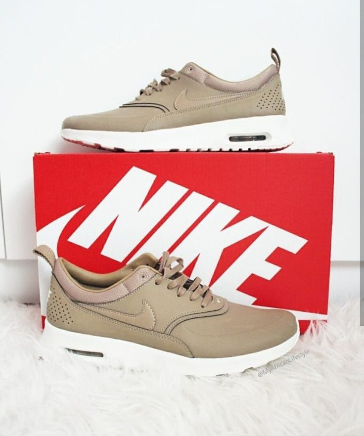 Nike Air Max Thea Premium in beige/cream // Foto: myafricanlifestyle  (Instagram)