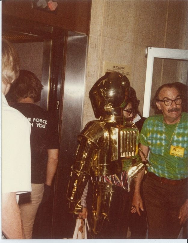37 Photos From A 1980's Sci Fi Convention