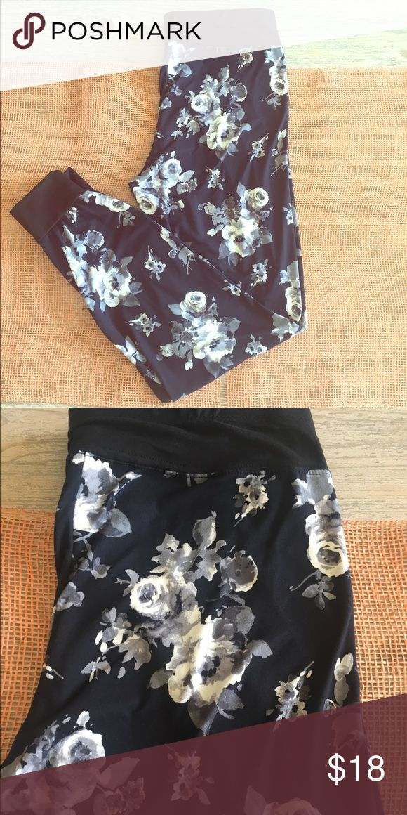NWT Black Floral Jogger pants Black and white Floral design Jogger Sweatpants. Tapered leg. Super soft and cute!! Pants Track Pants & Joggers