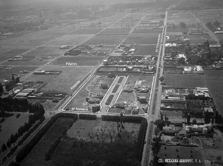 Las calles de la colonia Del Valle en una vista aérea de 1936. La toma es hacia el sur; del lado derecho se aprecian las vías del tranvía eléctrico a Mixcoac sobre la Avenida Coyoacán, que originalmente se llamó Santa Cruz, y al fondo se distingue el poblado de Santa Cruz Atoyac.