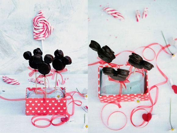 Piruletas de chocolate con forma de Mickey Mouse