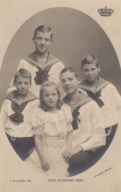 The five children of Prince Valdemar of Denmark, clockwise from the left: Prince Viggo, Prince Axel, Prince Erik, Prince Aage and Princess Margaret.