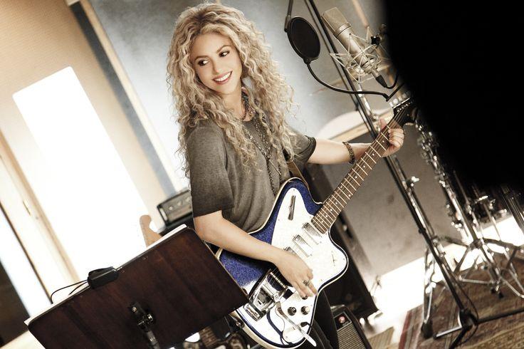 Das Geheimnis eines so einnehmenden  Lächelns wie dem von Shakira sind gesunde, glänzend weiße Zähne. Welche Frau – und welcher Mann – wünscht sich das nicht?