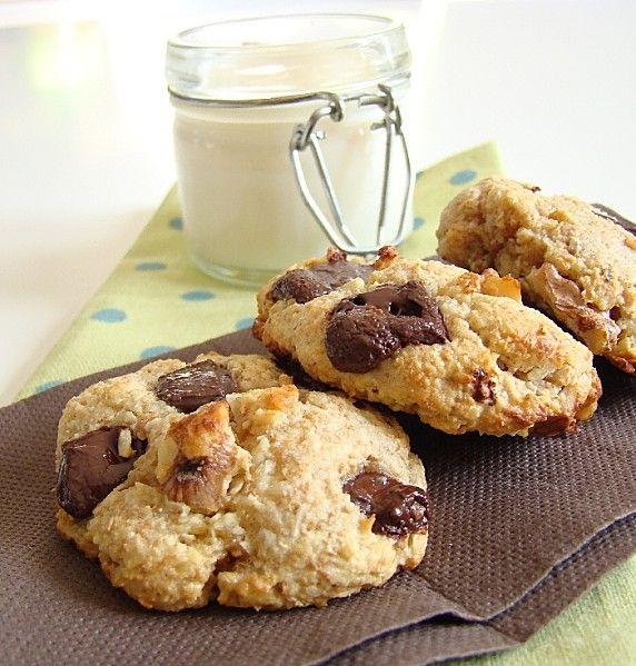 Cookies extra sain choco, noix et amandes--------------------------- 65g de poudre d'amandes  1 oeuf  1CS de purée d'amandes  40g de farine intégrale  1CS de sirop d'agave  1CS de cerneaux de noix  20g de chocolat noir (à plus de 60%)