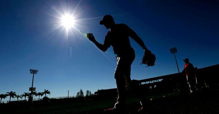 Jogador Tyson Gillies do Philadelphia Phillies durante o aquecimento antes de um jogo exibição de beisebol contra o Detroit Tigers em Clearw...