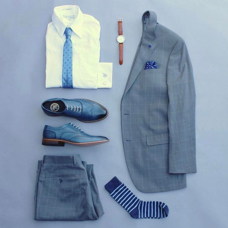 Going to blue like seeing an old friend. Such a classic and easy color to style with. I've got a couple of giveaways to announce soon so stay tuned. Tie: @lookgreatwl Watch: @stuhrlingwatch Shoes: @themensshoeclub Pocket Square: @milaandralph Lapel Knot: @wurkinstiffsinc Cufflinks: @standardcufflink Socks: @wearlapelpins Shirt: @paulfredrickdotcom Suit: @perryellis >>>>>>>>>>>>>>>>>>>>>>>>>>>>>>>>>>>>>>>>>>>>>>>>>>>>>>>>>>>>>>>>>>>>>>>>>>> #runnineverlong #paulfredrick #lookgreatlw…