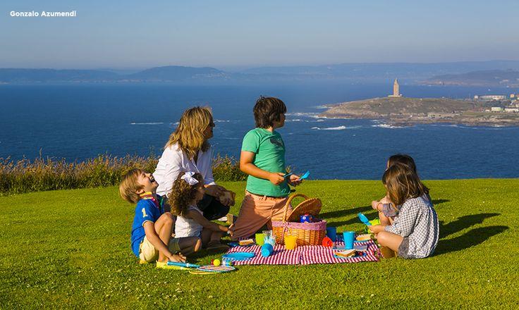 Lo que ha sido un antiguo punto defensivo, se ha convertido en el mejor mirador de A Coruña. Desde lo alto del Monte de San Pedro se divisa el ir y venir de los barcos guiados por el faro milenario http://goo.gl/EGRMWs