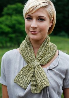 free knitting pattern from Berroco - an easy garter stitch scarf has a keyhole design that makes it just perfect!