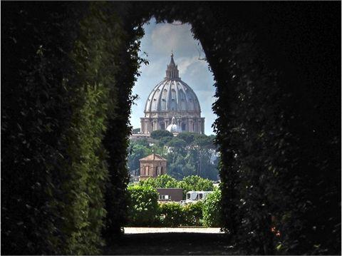 Il cupolone visto dalla serratura del Priorato di Malta, Roma