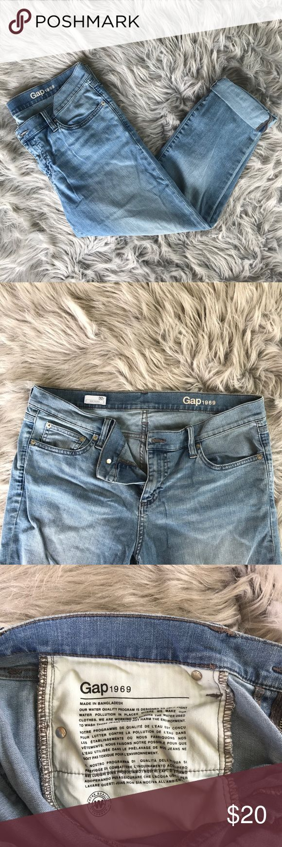 Gap Girlfriend Jeans Gently worn. No holes or stains. Pants can be rolled up as capris (as shown) or loose (not skinny jeans). Smoke free home. ❕better deal on shipping if you bundle❕ GAP Pants Ankle & Cropped