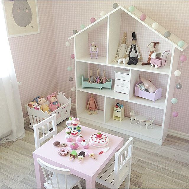 How sweet is this play room set-up for a little girl?