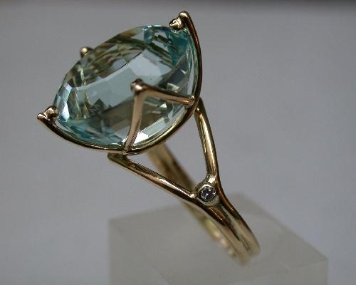 geelgouden ring met topaas en diamant