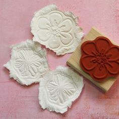 Scrapbooking / card making project. So simple! - toilet tissue - water - paper towels - rubber or acrylic stamps