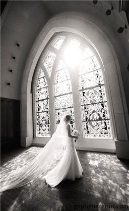 EPIC PHOTO! LOVE IT! Photo credit :Fairytale weddings