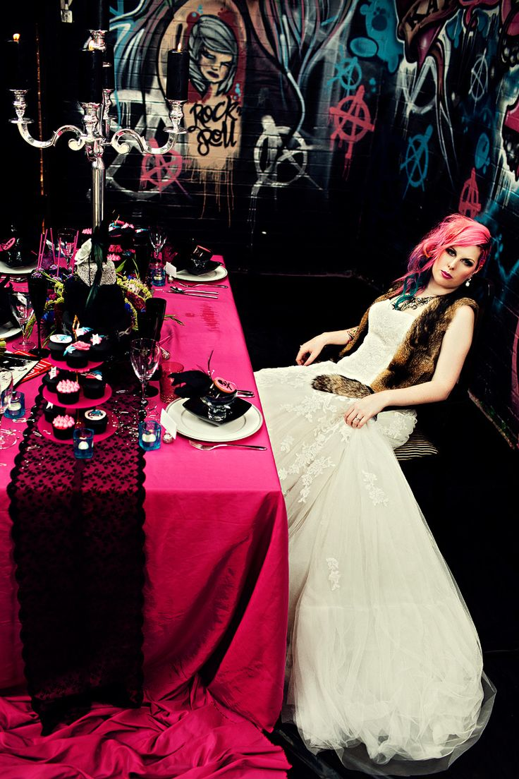 Punk Wedding Table Just Sayin It Looks Cool Not A Fan Of Everything Else