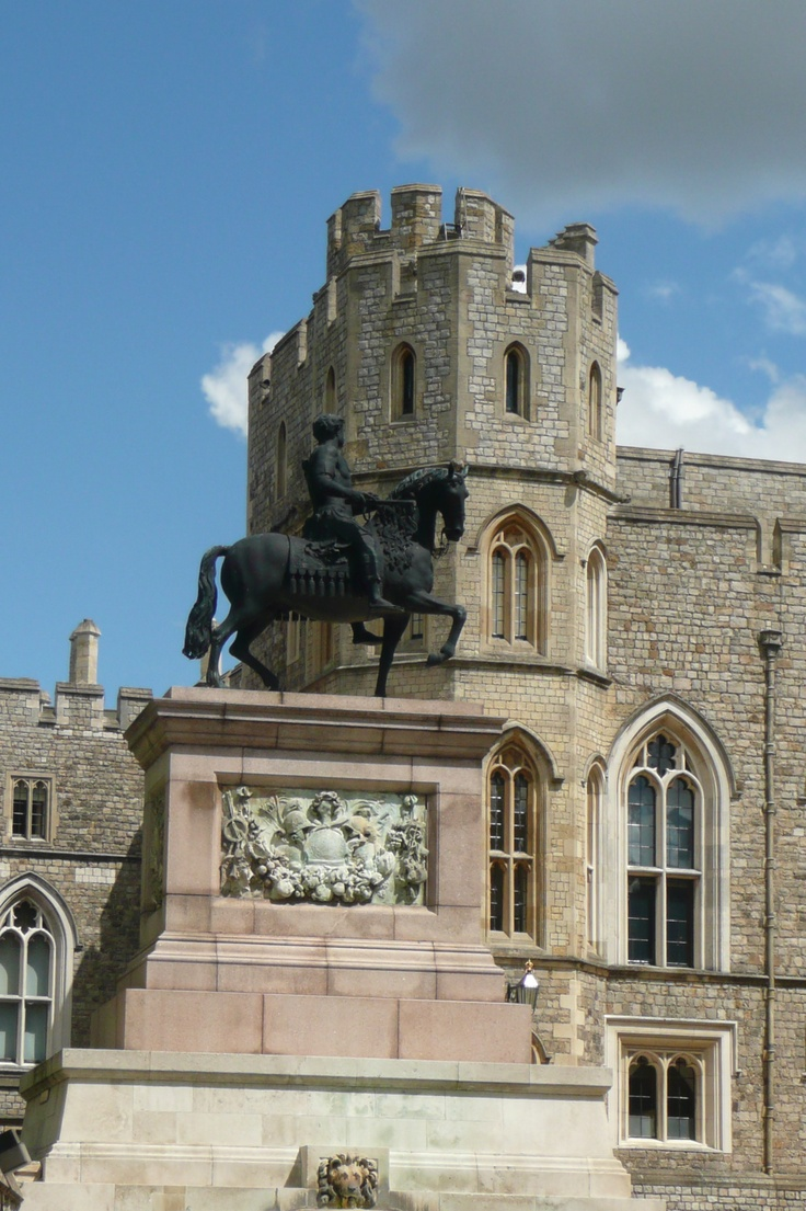 london windsor castle horse statue windsor castle. Black Bedroom Furniture Sets. Home Design Ideas