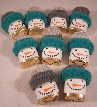 Chocolate Nugget Snowman using the fingers off of inexpensive winter gloves. 1 pair makes 10 chocolates.