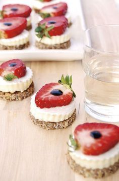 Crostini integrali con brie, fragole e aceto balsamico - Wholemeal croutons with brie, strawberries and balsamic vinegar