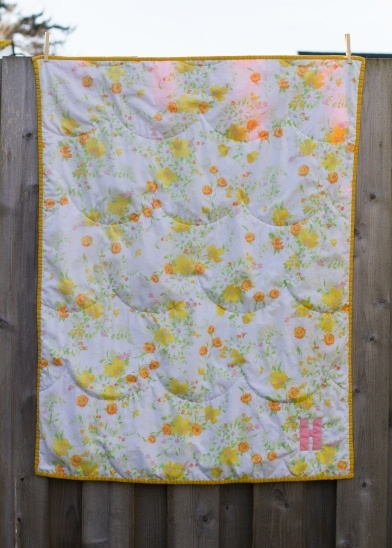 love this - make with a sheetWhole Clothing Quilt, Vintage Sheet Quilt, Quilt Pop, Clothing Floral, Vintage Sheets, Clothing Scallops, Floral Vintage, Quilt Pattern, Baby Quilt