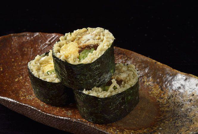 けれんなく、それでいてさりげないセンスが光る料理と独自の手法で打つ繊細な蕎麦が評判の「仁行」。
