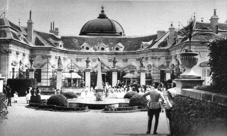 ČR, zámek Buchlovice, společnost nazámku, 1906