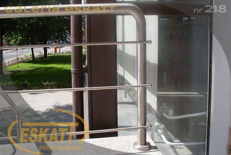 Stainless steel balustrade with stainless steel horizontal filing and stainless steel balls #balustrade #eskatt #construction #stairs