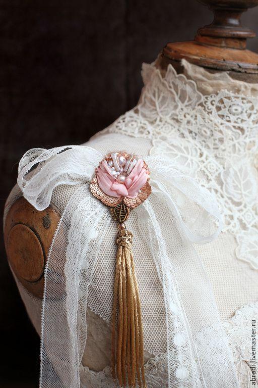 "Купить Кулон- брошь ""А роза упала на лапу Азора)"" - бледно-розовый, брошь, цветок"