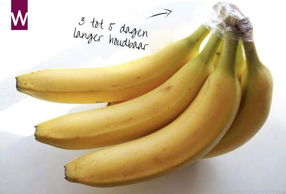 Wist je dat? Wanneer je de bovenkant van een tros bananen op deze manier verpakt, blijven de bananen wel 3 tot 5 dagen langer houdbaar!