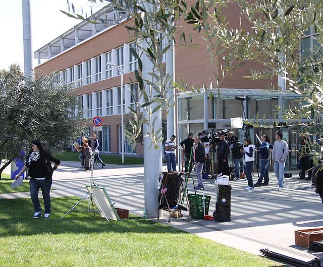 Don Matteo al Campus Bio-Medico: si gira proprio davanti all'ingresso principale del Policlinico.