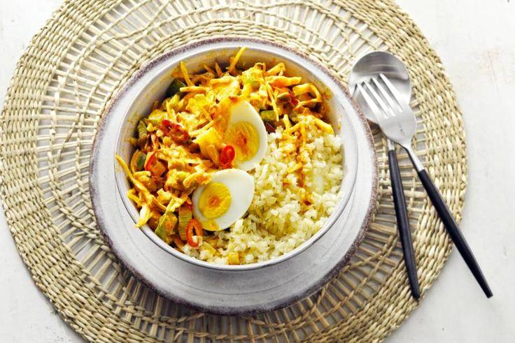 Kijk wat een lekker recept ik heb gevonden op Allerhande! Bloemkoolrijst met gele curry en ei
